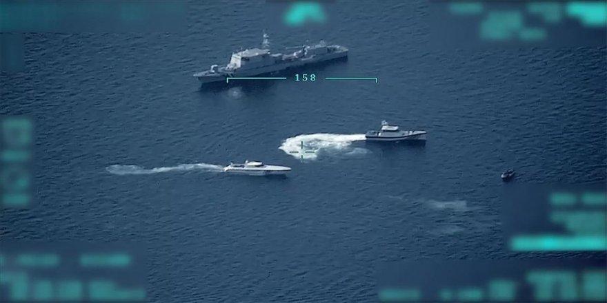 Sahil Güvenlik Komutanlığının düzensiz göçmenleri geri itmeye çalışan Yunan unsurlarına müdahalesi İHA ile görüntülendi