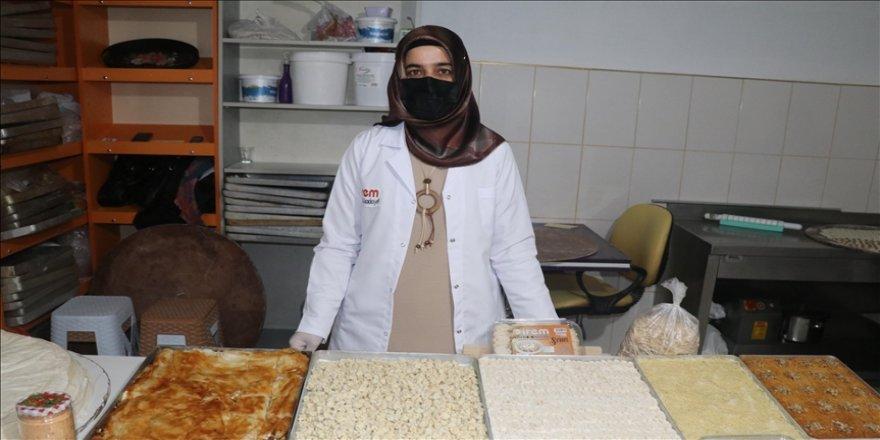 Erzincan'da düğün takılarını satarak imalathane kuran kadın, 40 kişiye istihdam sağlıyor