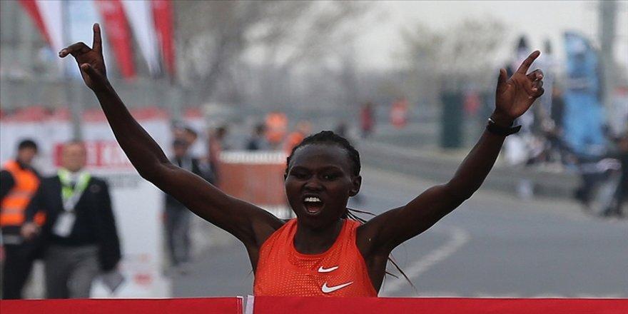 İstanbul Yarı Maratonu'nda Kenyalı atlet Chepngetich'ten dünya rekoru