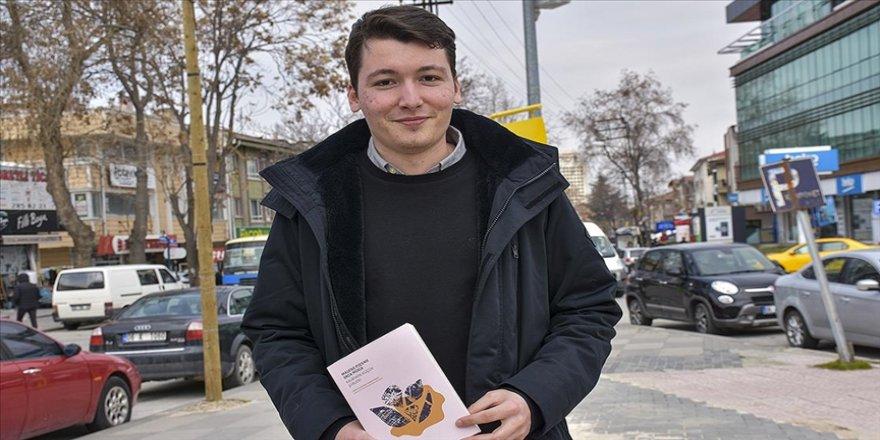 Hırvatistan'da Türkçe öğrenen Şapina, seçtiği Hırvat ve Türk şiirlerini her iki dile çevirerek kitaplaştırdı