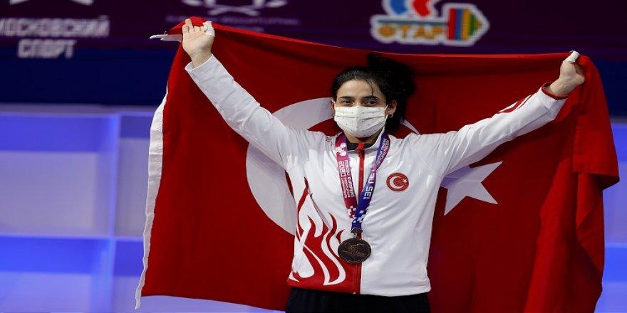 Avrupa Halter Şampiyonası'nda milli haltercilerden 3 madalya