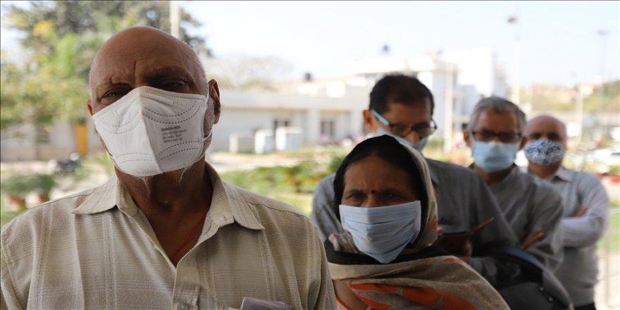 Hindistan'da günlük Kovid-19 vaka sayısı ilk defa 100 bini aştı