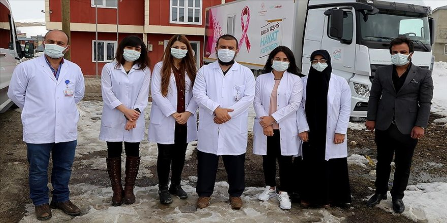 Sağlık ekipleri salgına rağmen 'erken tanı' için kırsalda kanserin izini sürdü