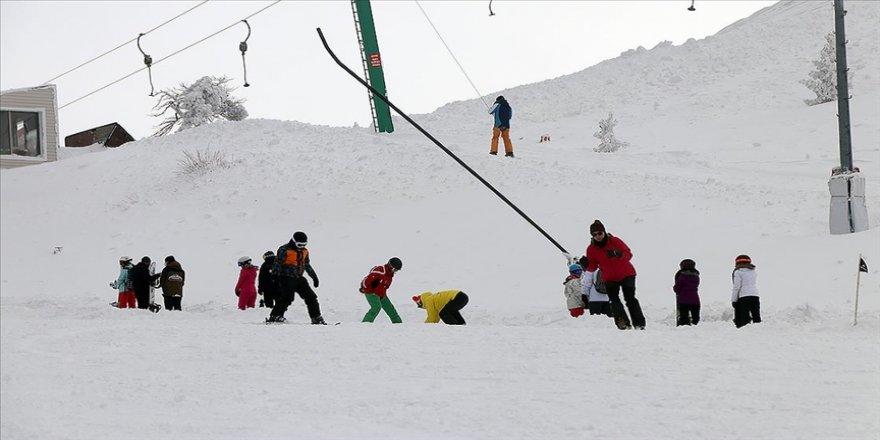Kayak merkezlerinde en fazla kar kalınlığı 198 santimetreyle Kartalkaya'da ölçüldü
