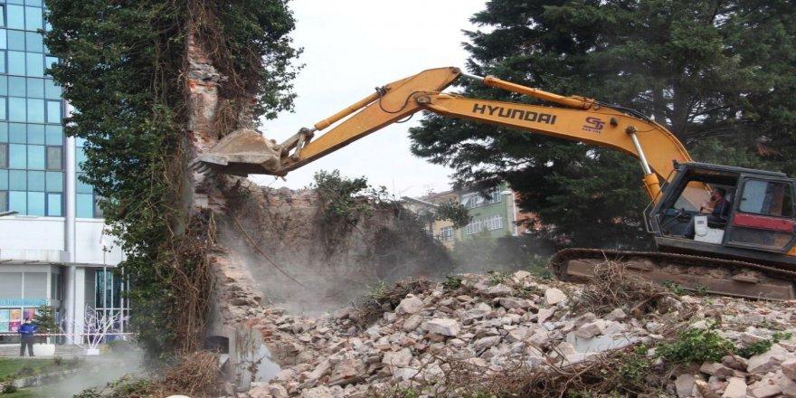Tekel Binası kalıntısının yıkılmasına  tepki geldi