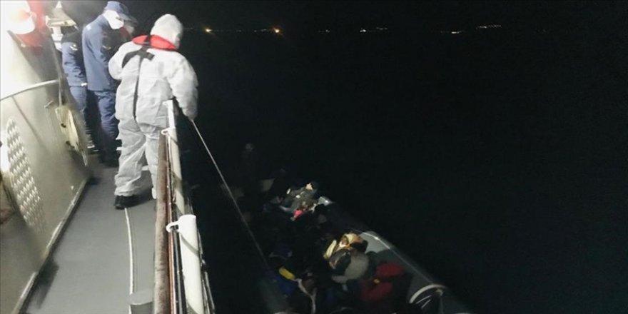 Ayvalık açıklarında mahsur kalan 24 sığınmacı kurtarıldı