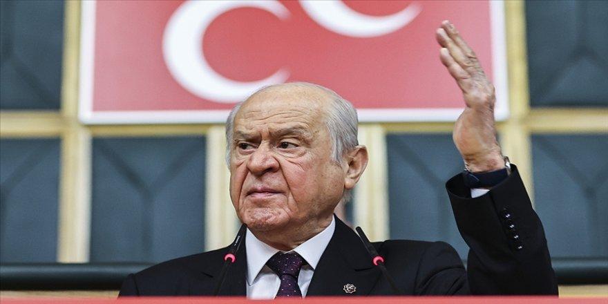 MHP Genel Başkanı Bahçeli: İbreti alem için 104 emekli amiralin rütbeleri sökülmelidir
