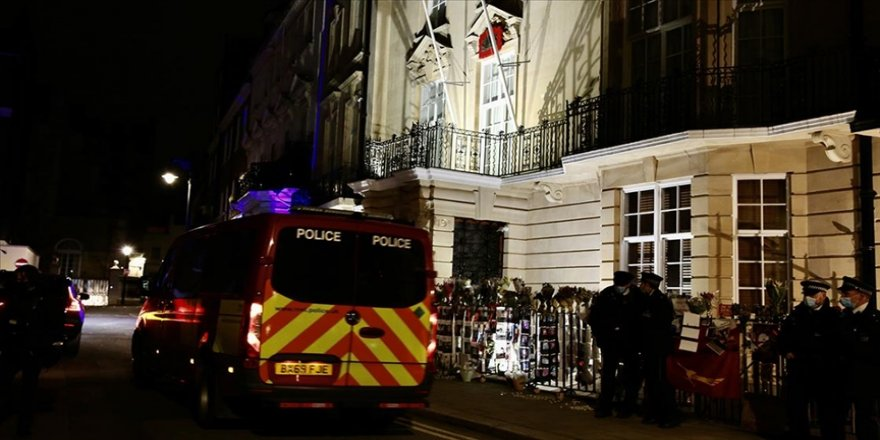 Ülkesindeki askeri darbeyi desteklemeyen Myanmar'ın Londra Büyükelçisi, elçilik binasına alınmadı