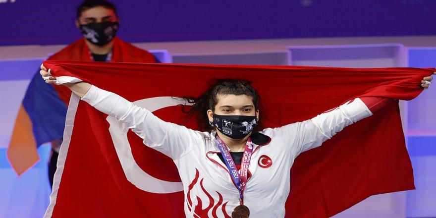 Milli halterci Rabia Kaya'dan bronz madalya