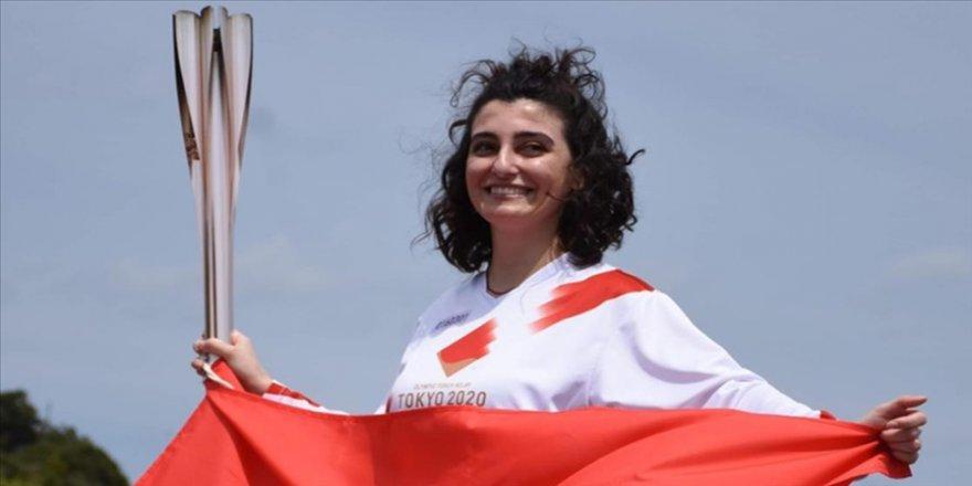 Japonya'da Türk kızı Durna olimpiyat meşalesini taşıdı