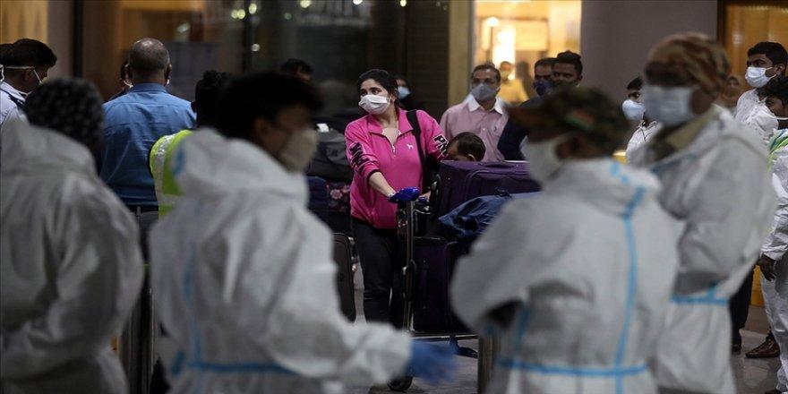 Hindistan'da günlük Kovid-19 vakası sayısı salgının başından bu yana en yüksek düzeye çıktı