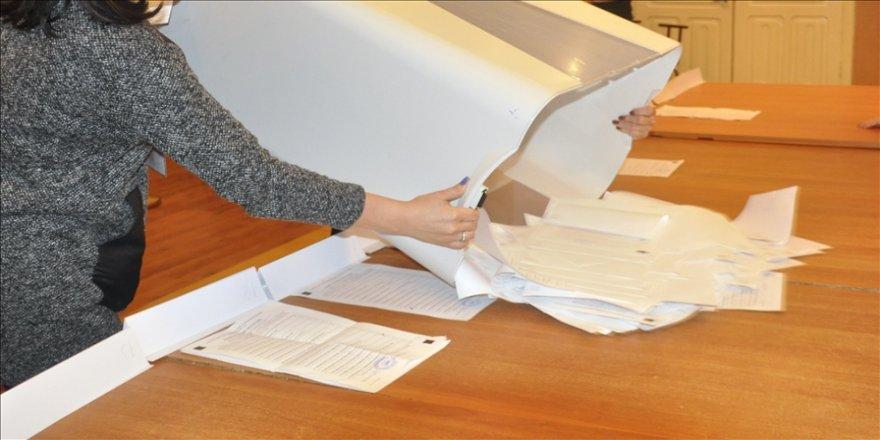 Kırgızistan'da yeni yönetim şeklini öngören Anayasa değişikliği için yarın referandum yapılacak