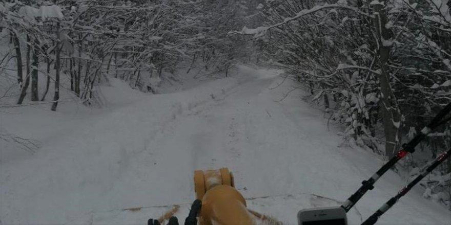 Kastamonu'da kar nedeniyle 92 köy yolunda ulaşım sağlanamıyor