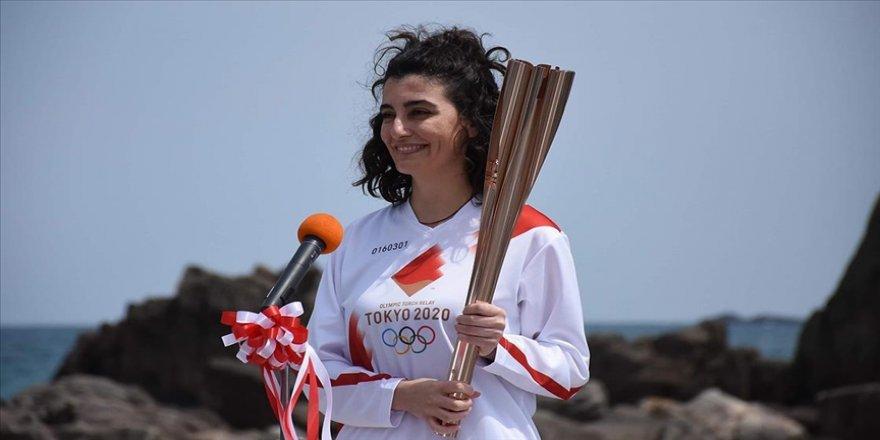 Olimpiyat meşalesini taşıyan Türk kızı Durna: Unutamayacağım bir anı oldu