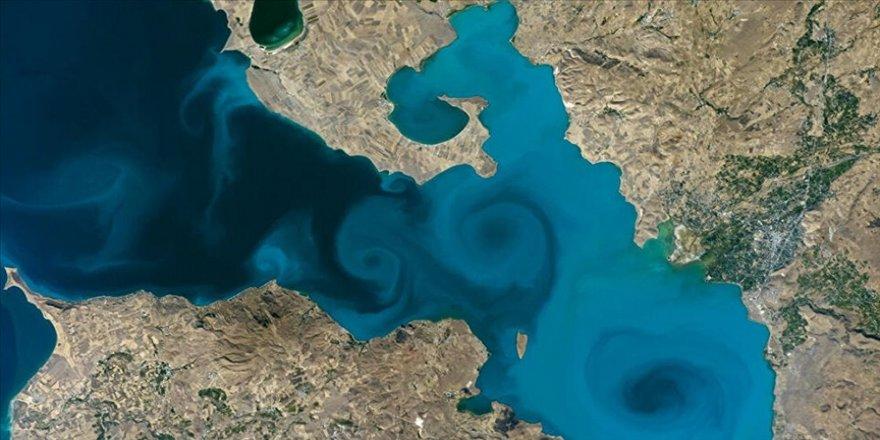 Van Valisi Bilmez NASA yarışmasındaki Van Gölü fotoğrafına destek çağrısı yaptı