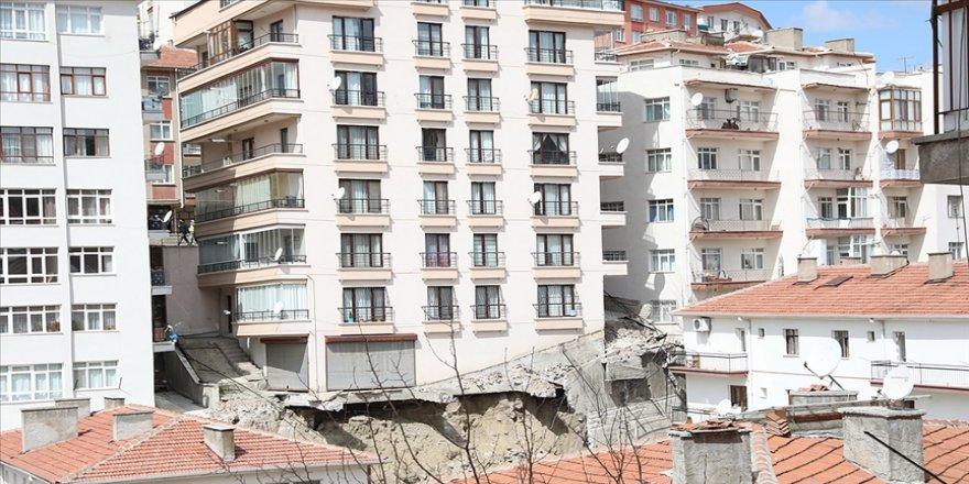 Bakan Kurum: Çökme nedeniyle tahliye edilen binalarda teknik incelemeler devam ediyor