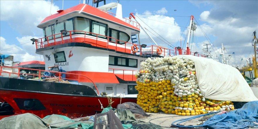 Kocaeli'de balıkçılar 'deniz salyası' nedeniyle sezonu kapattı
