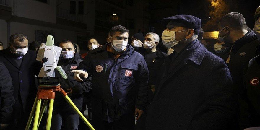İçişleri Bakanı Soylu, Çankaya'da kontrollü yıkımı süren binanın çevresinde incelemelerde bulundu