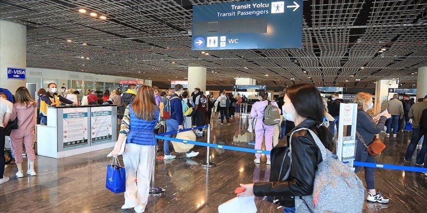 Muğla'da Rus turist kafilesini taşıyan yolcu uçağı havalimanında 'su takı'yla karşılandı
