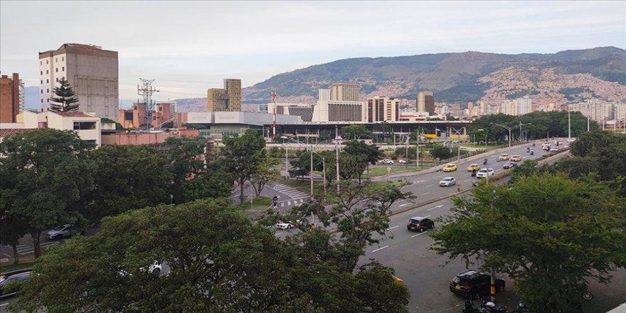 Kolombiya'da kitlesel aşılama kampanyası beklenen hızda ilerlemiyor