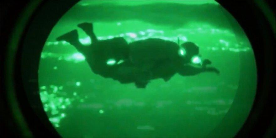 Özel Kuvvetler'den gece şartlarında paraşütle sızma atlayışı