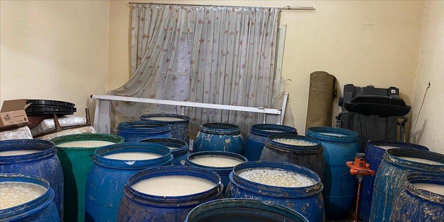Adana'da 8 bin 200 litre ve 135 şişe sahte içki ele geçirildi: 3 gözaltı