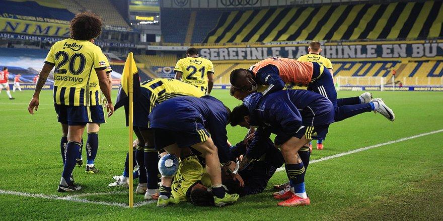 Sinan Gümüş Süper Lig'deki 100. maçında gol atmanın mutluluğu