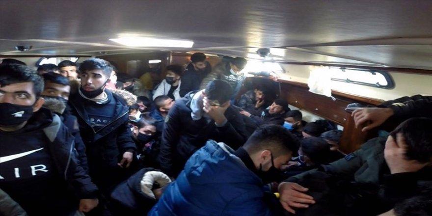 İzmir'de Türk kara sularına itilen 117 sığınmacı kurtarıldı