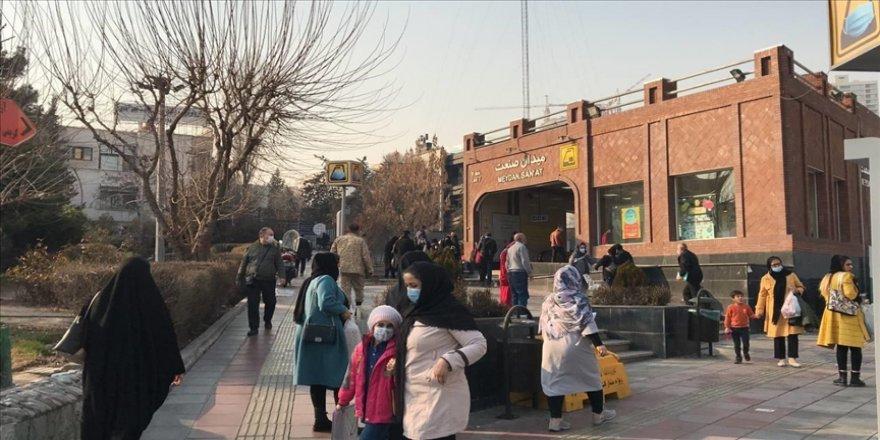 İran'da son 24 saatte 321 kişi Kovid-19'dan hayatını kaybetti