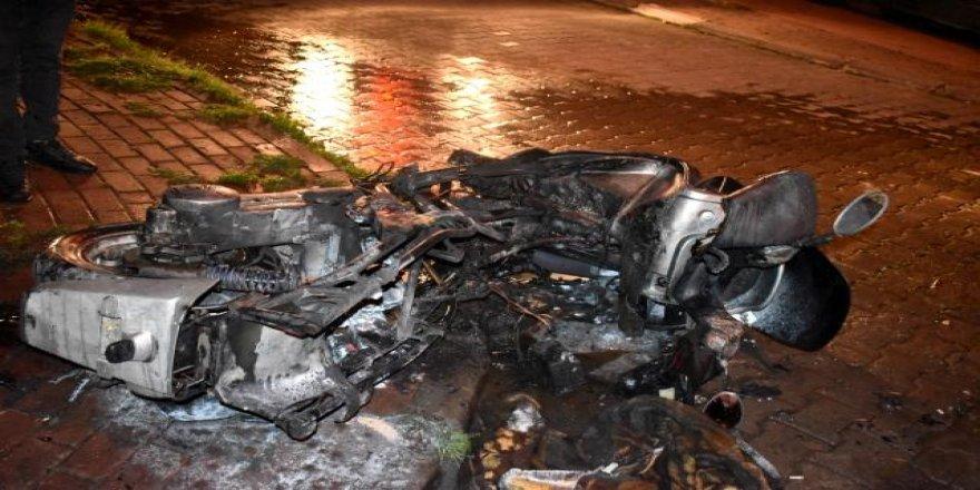 Çayırovada Motosiklette çıkan yangın söndürüldü