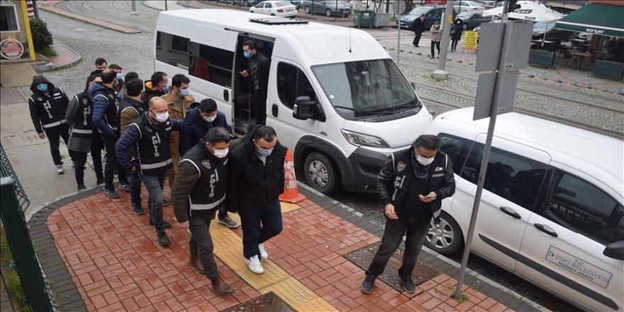 FETÖ'nün TSK ve emniyet yapılanmasına yönelik İzmir merkezli operasyonda 27 şüpheli tutuklandı