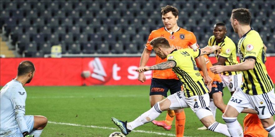 Fenerbahçe, deplasmanda Medipol Başakşehir'e üstünlük kurmakta güçlük çekiyor