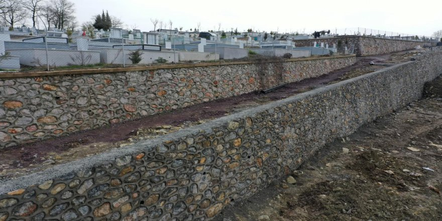 İlimtepe Mezarlığı'na taş duvar