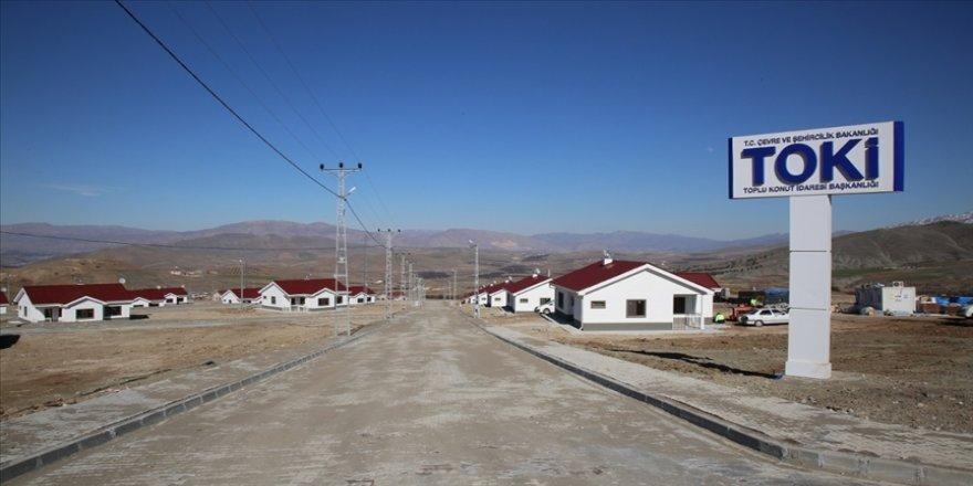 Malatya'da depremzedeler için inşa edilen köy tipi konutlar yükseliyor