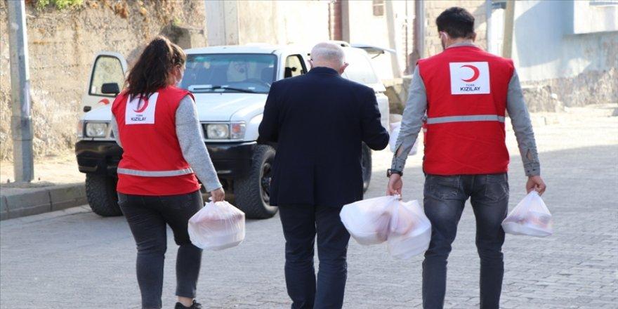 Türk Kızılay Siirt'te her gün 500 kişiye iftar yemeği ulaştırıyor