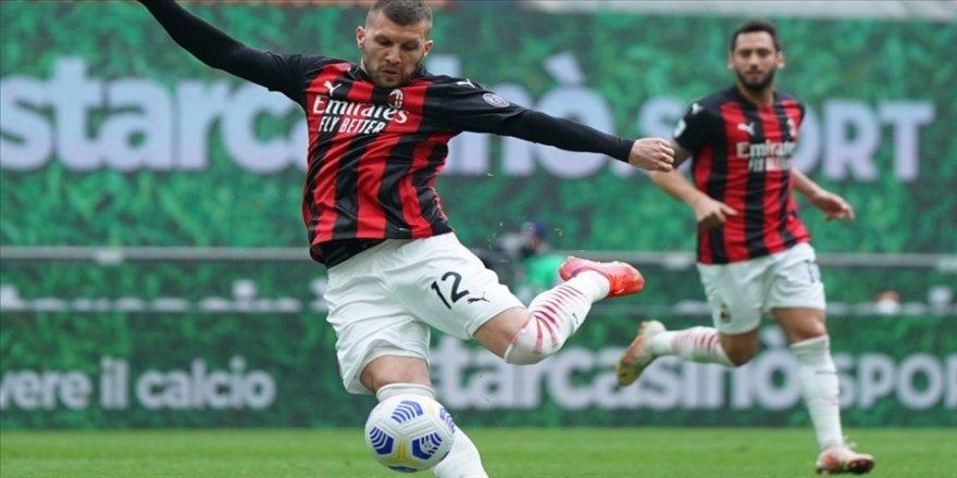 Serie A'da Milan, Genoa'yı 2-1 yendi