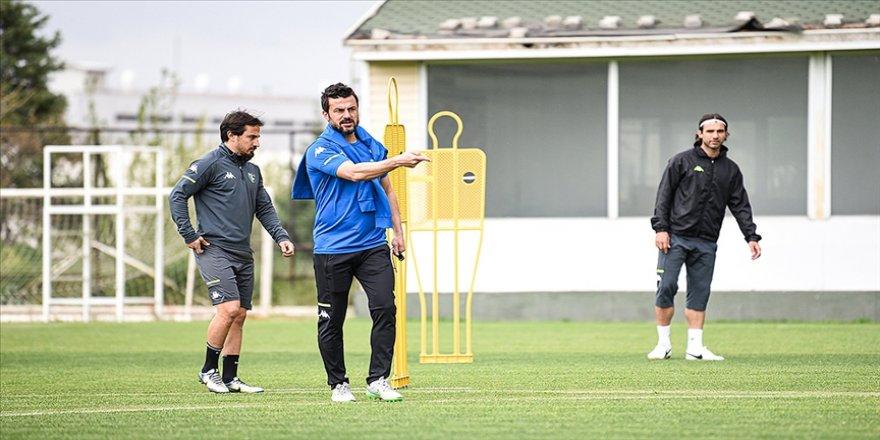 Denizlispor'da teknik direktör Ali Tandoğan ilk antrenmanına çıktı