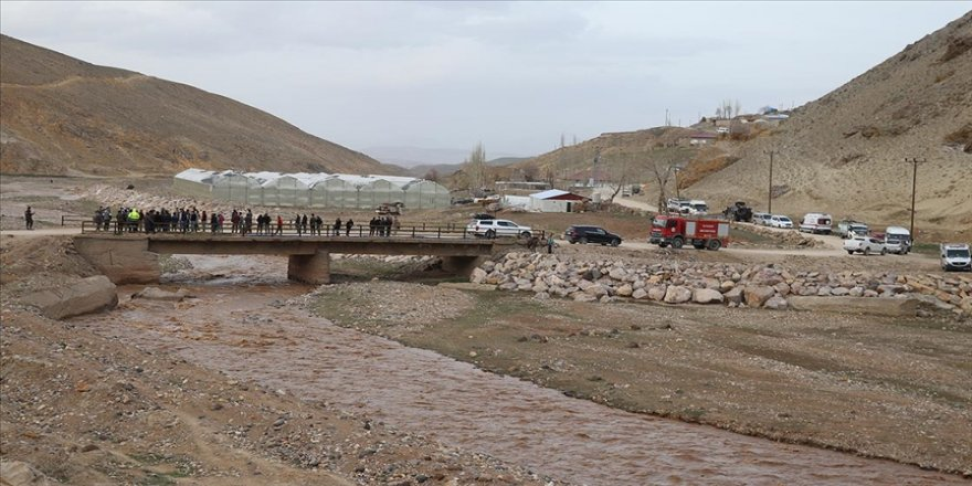 Ağrı'da arkadaşlarıyla oyun oynarken Murat Nehri'ne düşen 5 yaşındaki çocuk kayboldu