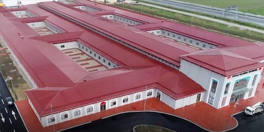 Türkiye'nin Arnavutluk'ta inşa ettiği hastane açılıyor
