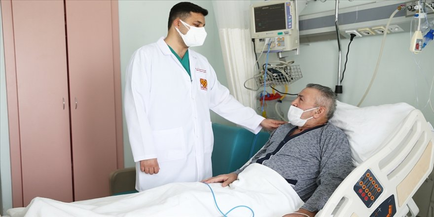 Kovid-19 nedeniyle gelişen akciğer yetmezliğinden aylarca süren ECMO tedavisiyle kurtuldu