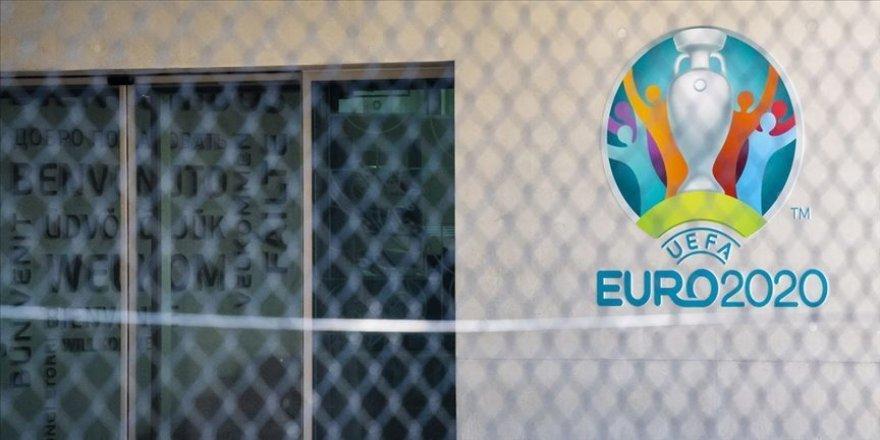 2020 Avrupa Futbol Şampiyonası'nda Sevilla ve St. Petersburg ev sahipliği yapacak