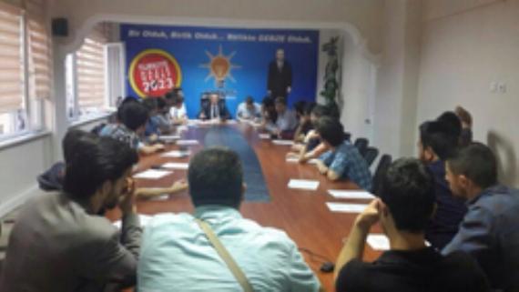 AK Gençler mahalle başkanlarını topladı