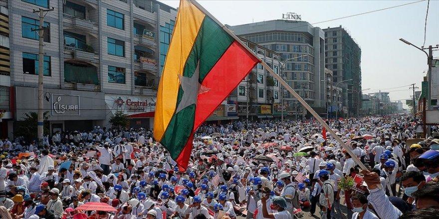 Myanmar'da askeri yönetime karşı kurulan 'sivil hükümet' silahlı savunma birliği oluşturdu