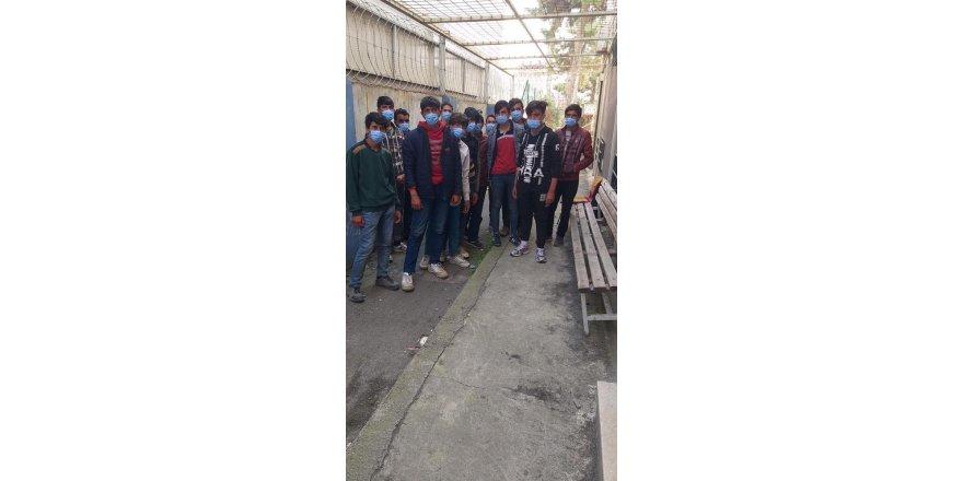 Kocaeli TEM'de durdurulan otobüsten düzensiz göçmenler çıktı