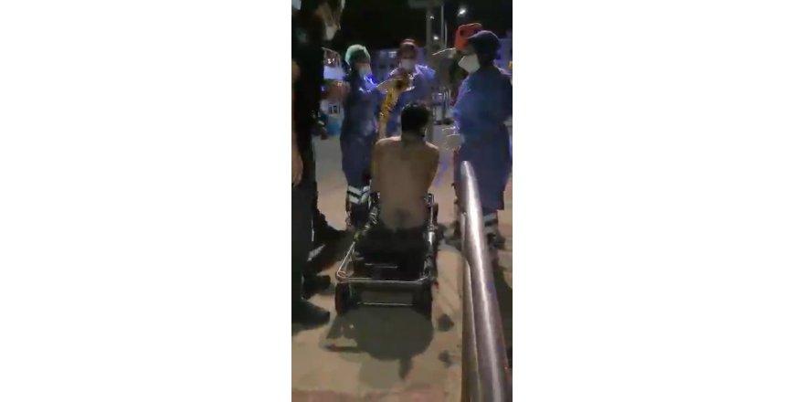 Gece yarısı denize  atlayarak intihara kalkışan vatandaşı polis ekipleri kurtardı