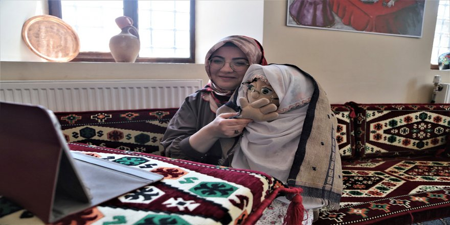 Çocuklar EBA'da 'Erzurum ağzı' ile söylenen ramazan manileriyle hem öğreniyor hem eğleniyor