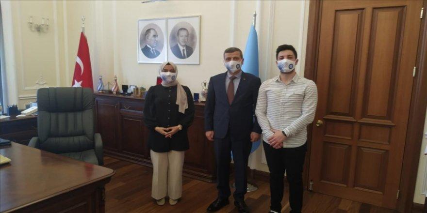 Gazi Üniversitesi öğrencilerinden Türkiye'nin çınarlarına 'yalnız değilsiniz' telefonu