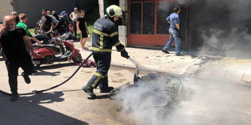 Kocaeli'de motosiklet alev alev yandı