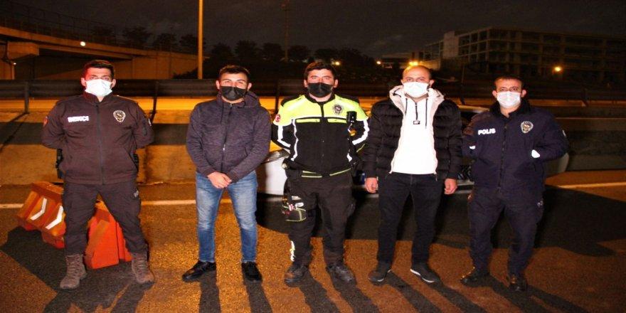 Gebze Polisi, iftar saatinde yaptığı bu hareketiyle yürekleri ısıttı