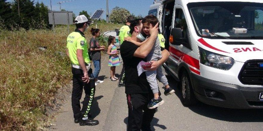 Kocaeli'deki Kazada Hurdaya dönen otomobilden burnu kanamadan çıktılar